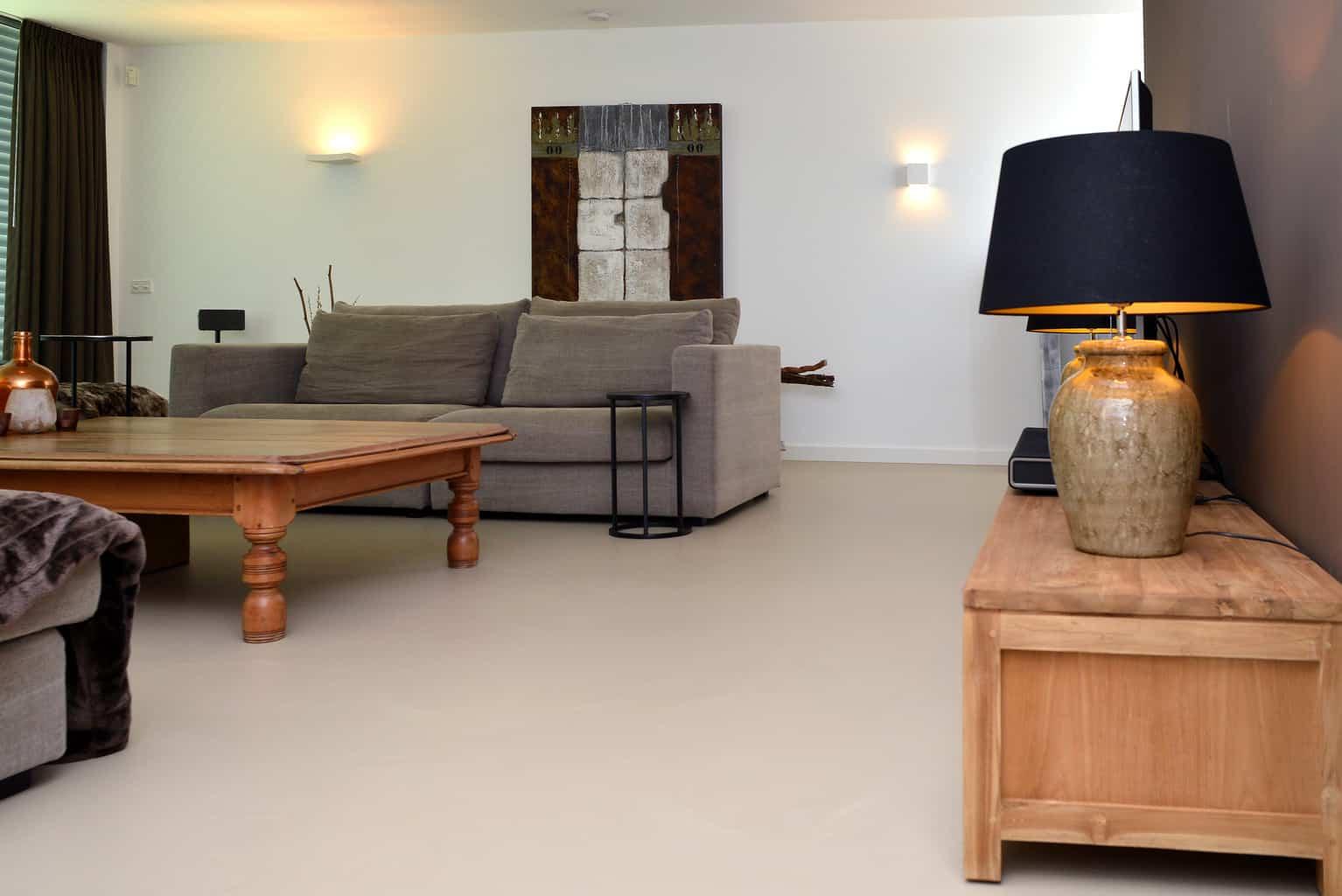 Betonlook pu gietvloer in Tilburg - Verhoof Floor Systems